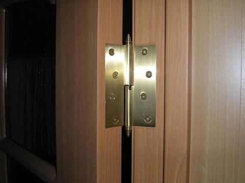 двери с петлями