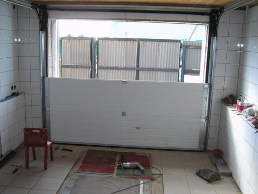 монтаж панелей автоматических гаражных ворот Дорхан