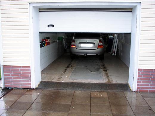 наружная отделка проема с секционными гаражными воротами Дорхан