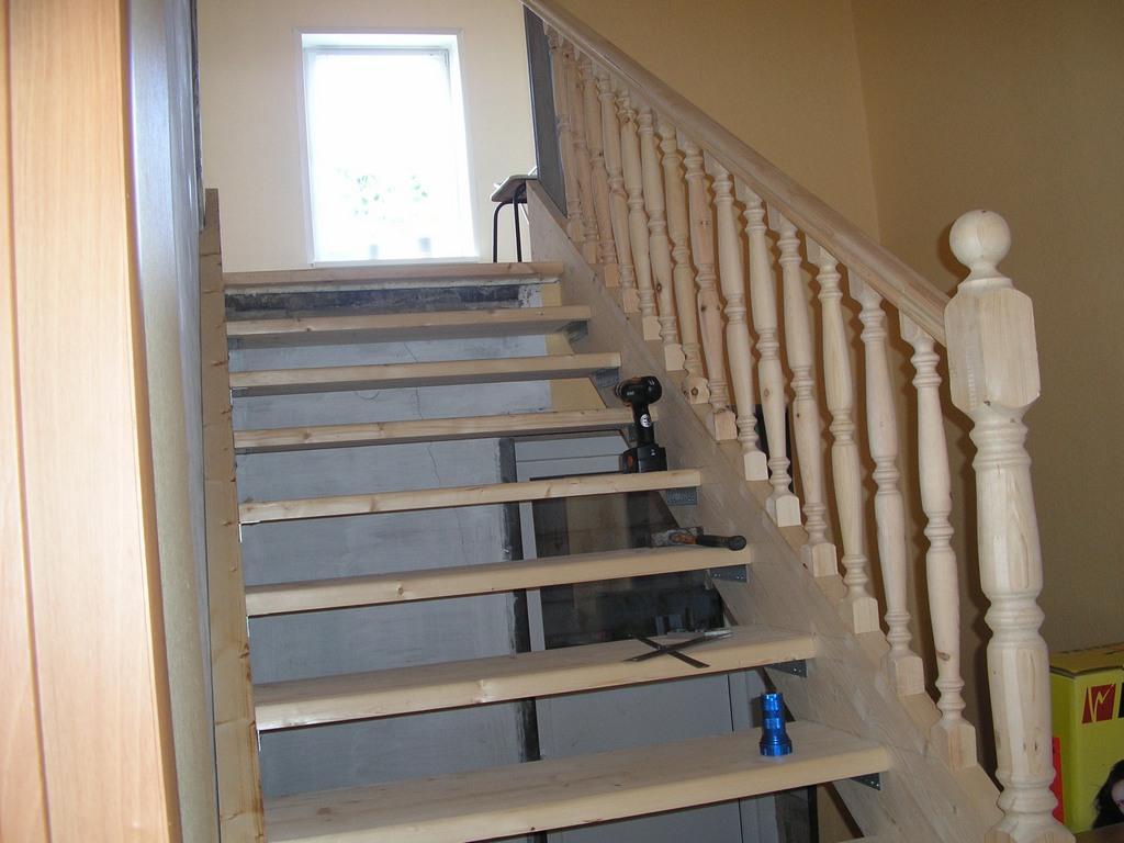 Деревянная лестница на второй этаж своими руками ютуб