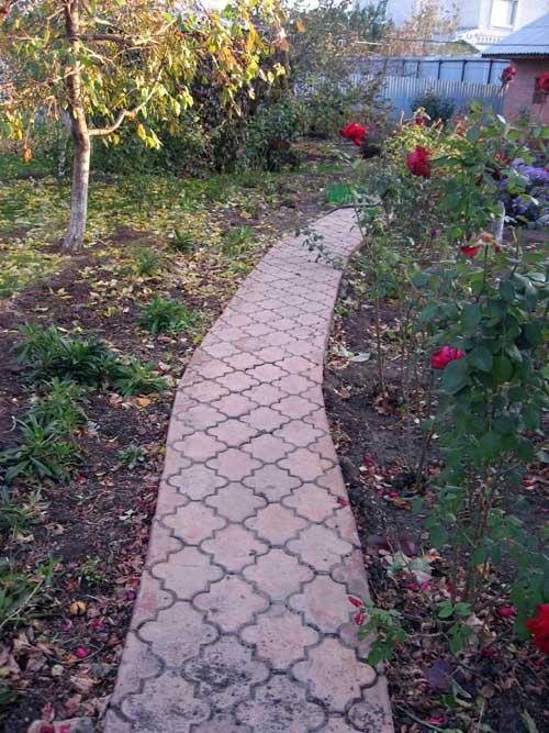 тротуар в саду