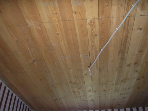 провод под натяжным потолком