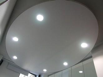 освещение натяжных потолков