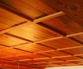 отделка деревянного потолка