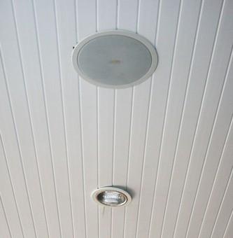 сделать потолок из пластиковых панелей